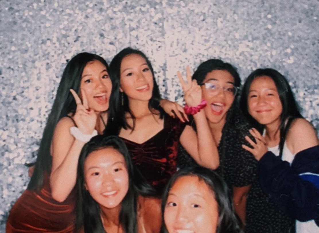 A group of sophomores enjoy the festivities at the dance! Pictured from left to right: Haha Shi, Claire Zhao, Michelle Wang, Soyoon Park, Maya Buckley, and Emma Hong.